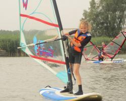 Obozy językowe z nauką windsurfingu